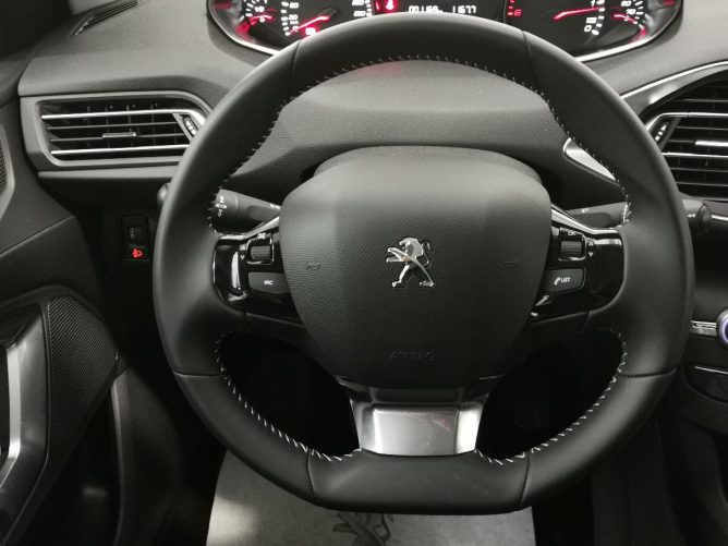 Peugeot 308 2a serie STYLE Ø 1.5 HDI 130 5p 15