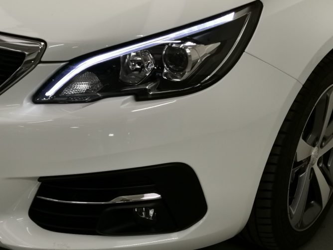 Peugeot 308 2a serie STYLE Ø 1.5 HDI 130 5p 28